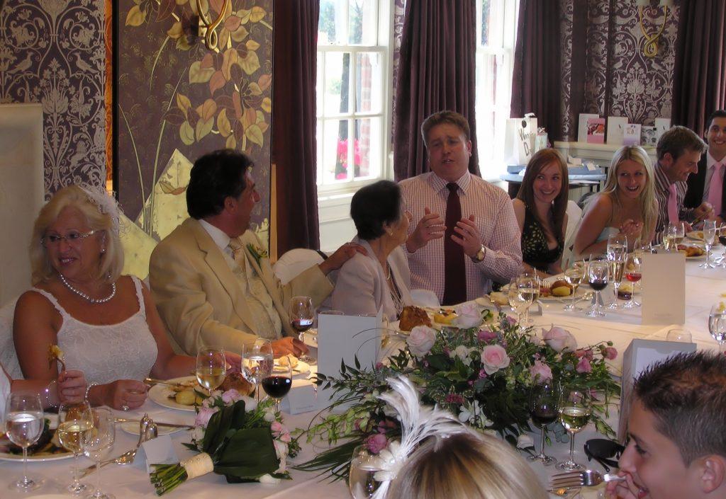 te ofrecemos a continuación una serie de consejos sobre cómo sentar a los invitados de tu boda