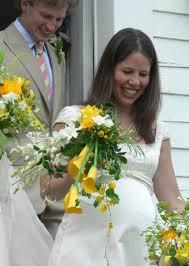 Elegir el vestido de novia para embarazada tiene sus pequeños secretos, pero nunca será un impedimento para que disfrutes de un día tan bello y maravilloso en tu vida