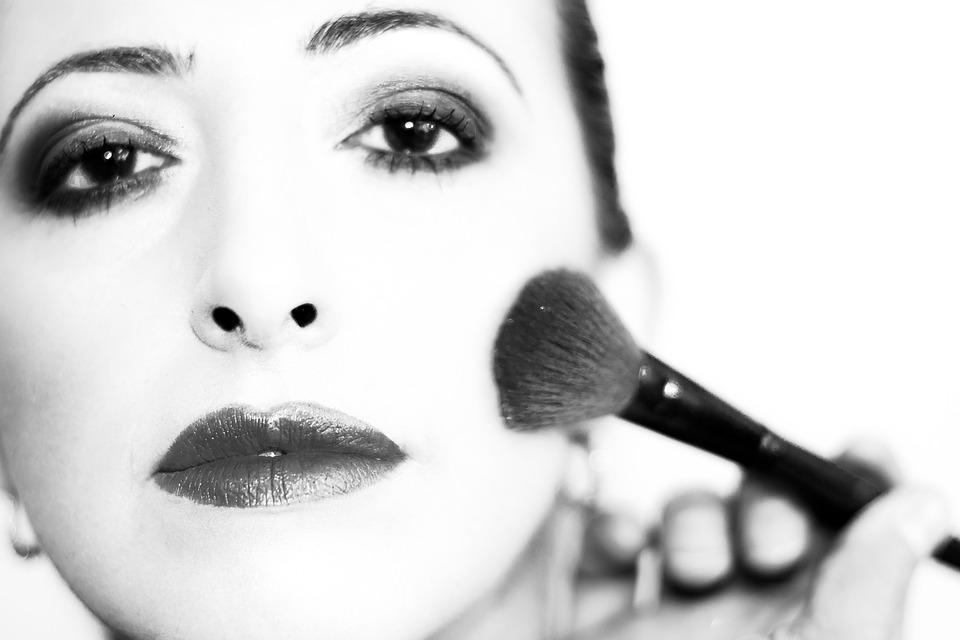 Consejos para maquillarte tú misma en tu boda