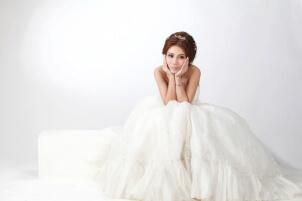 Qué significan los colores de los vestidos de novia