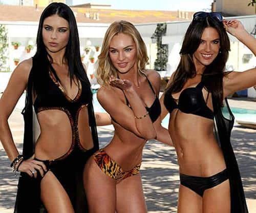 Modelos de Victorias Secret mostrando ropa de banio