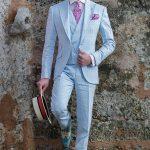 Trajes de novio con claro corte italiano »