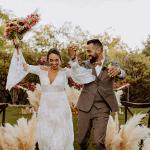 Esta inspiración de boda llena de hierba de pampas es el sueño de una novia bohemia![