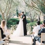 Esta promesa de renovación etérea del jardín es lo suficientemente abundante para una boda.
