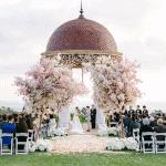 Encantadora boda de flores con Pelican Hill