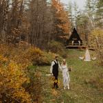 ¿Busca un lugar para bodas arbolado?  Las cabañas de Vermont Airbnb son rústicas y en abundancia ...