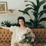 Sobria inspiración nupcial parisina para una novia que ama lo vintage